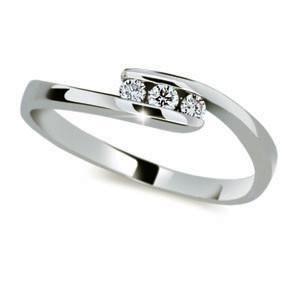 Stříbrný prstýnek se zirkony 2072